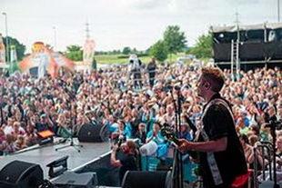Sänger am Bass während der NDR Sommertour